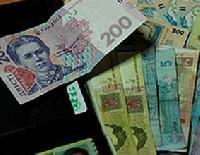 За місяць зарплати українців впали на 12%