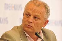 Українцям пообіцяли більше платити, щоб не їхали в Європу