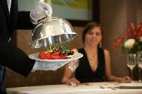 Українським ресторанам бракує офіціантів