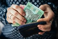 Українці, яким заборгували зарплату, зможуть не ходити на роботу