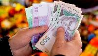Середня зарплата в Україні продовжує зростати