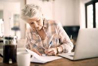 Пенсійний вік для українок знову підвищується