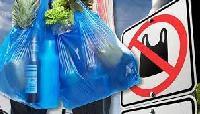 В Україні обмежили обіг пластикових пакетів: що це означає і кого торкнеться