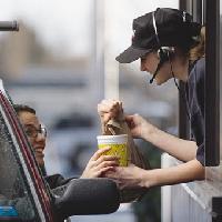 Працівникам закладів торгівлі і харчування у Львові платять мінімальну зарплату